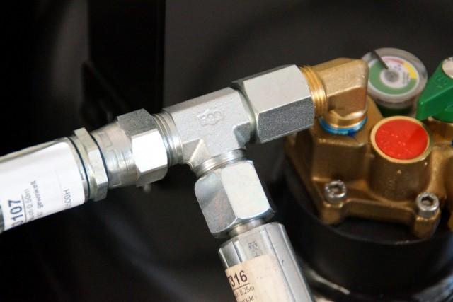Verbindungsset für 2 Flaschen-Lösung (0,50m Schlauch ger-90° + T-Stück)